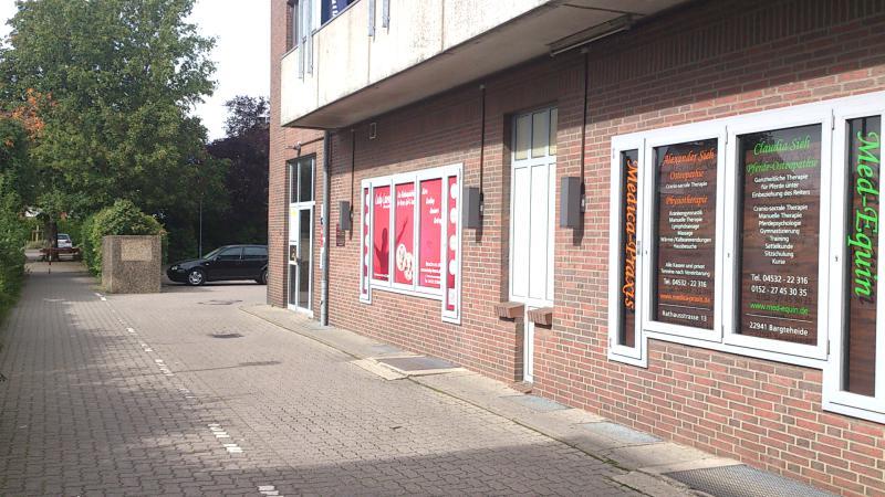 Osteopathie und Physiotherapie in Bargteheide Parkplatz Medica-Praxis - hinter dem Haus